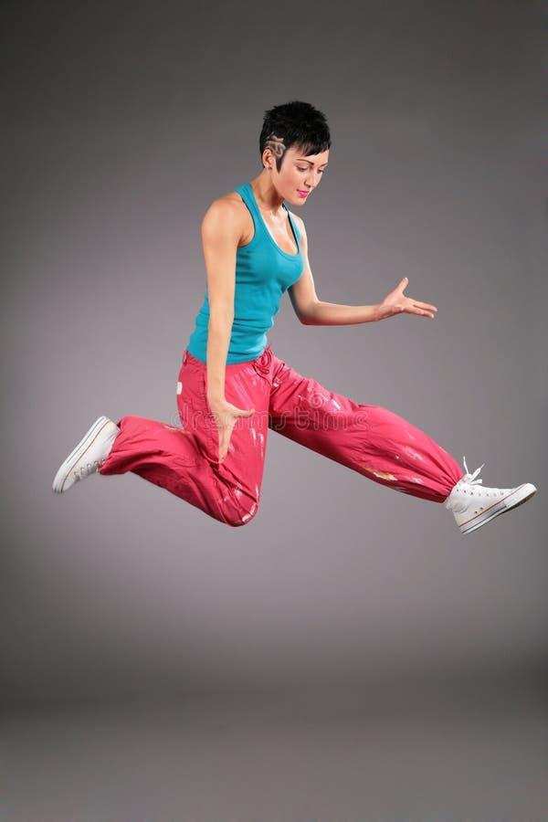 跳舞的上涨运动装妇女 免版税图库摄影