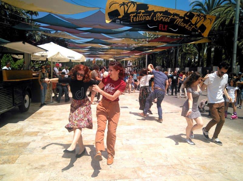 跳舞的人夫妇跳舞摇摆和摇滚乐 免版税图库摄影