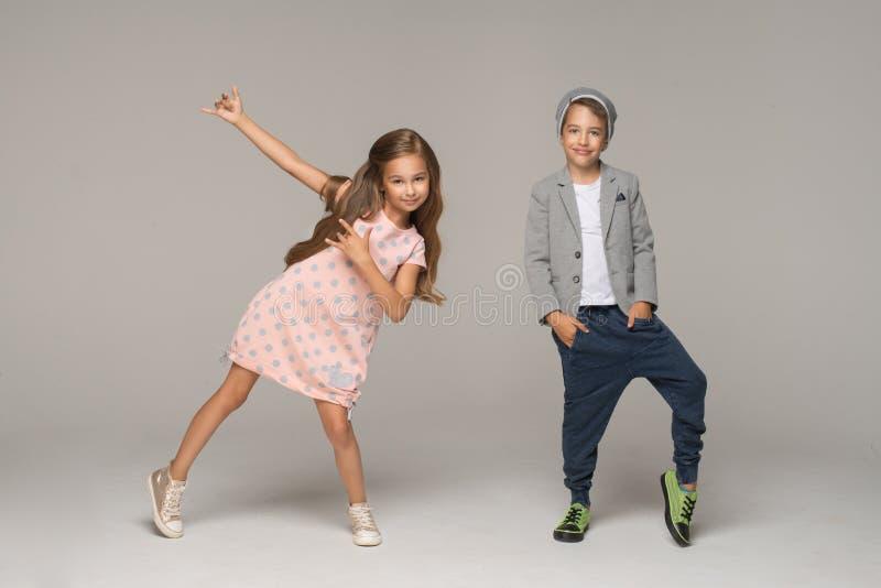 跳舞的愉快的孩子 免版税库存图片