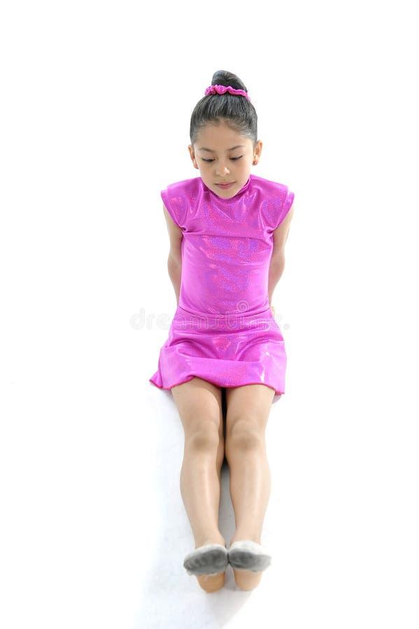 跳舞的拉丁逗人喜爱的年轻小女孩和芭蕾实践 图库摄影