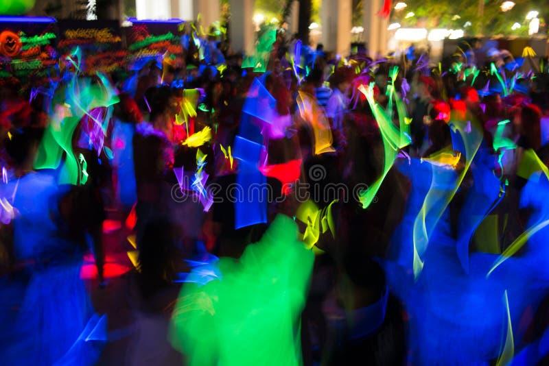 跳舞的窍门黄色 免版税库存照片
