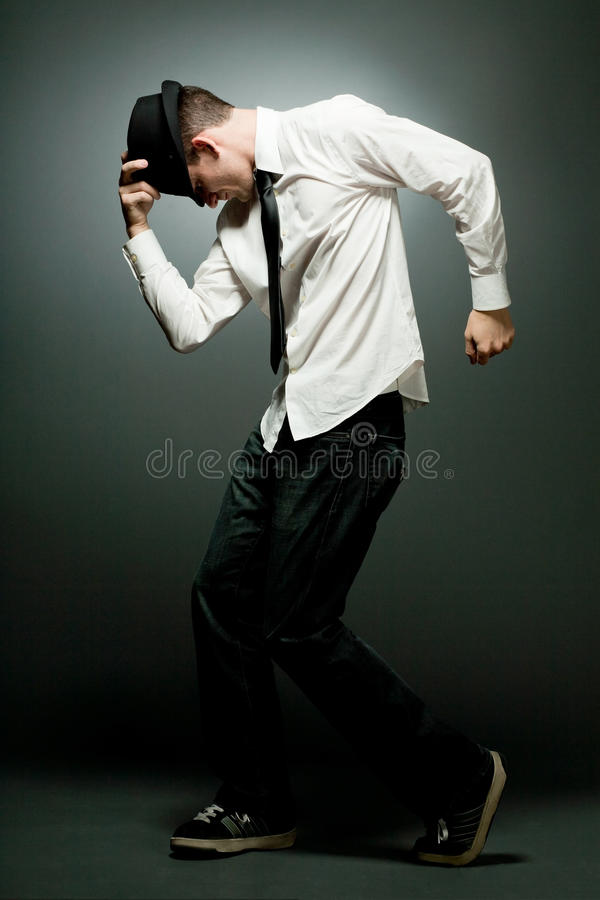 跳舞的英俊的人衬衣空白年轻人 免版税库存图片