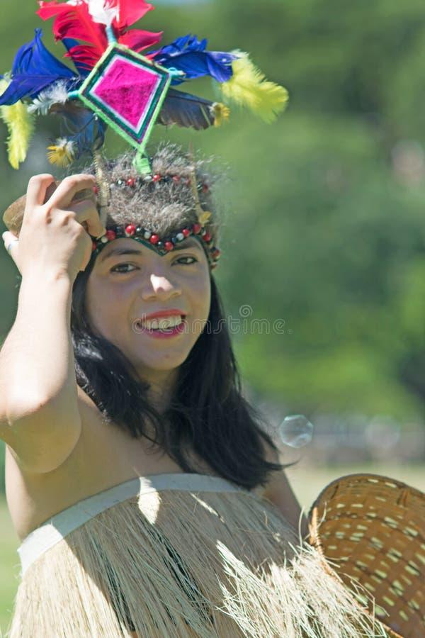 跳舞部族水蟒舞蹈的秘鲁妇女 图库摄影