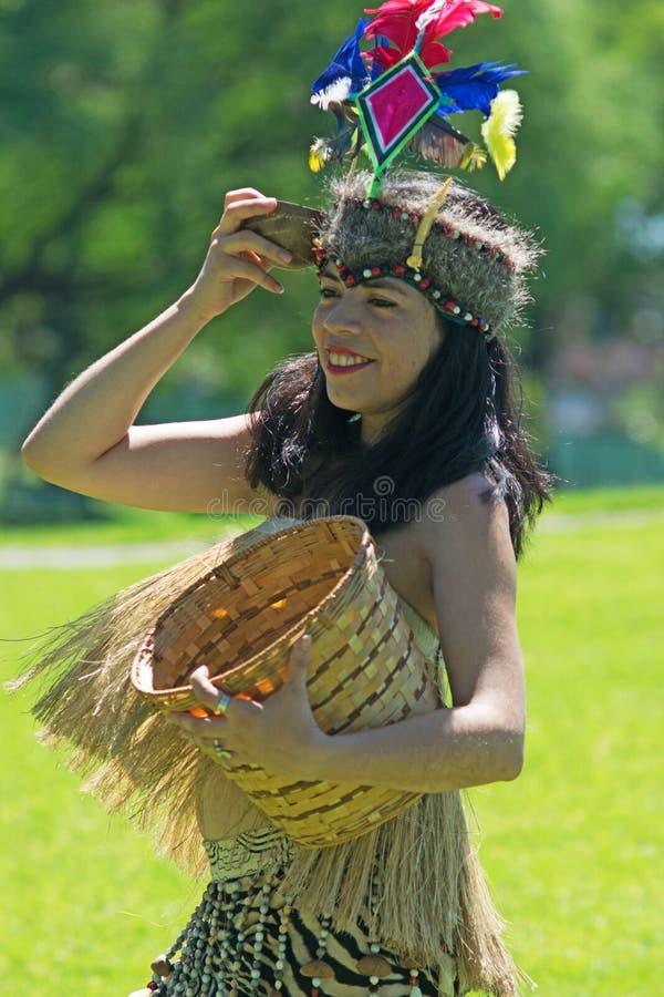 跳舞部族水蟒舞蹈的秘鲁妇女 库存照片