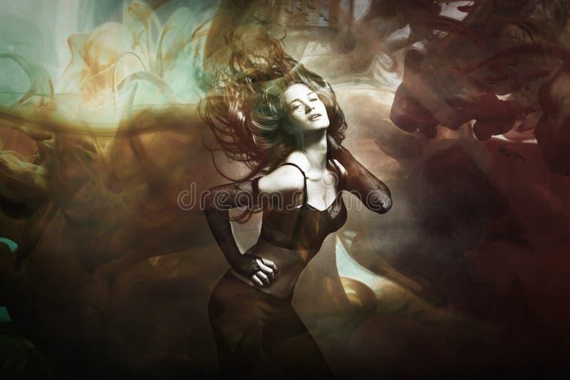 跳舞综合照片的少妇 免版税库存照片