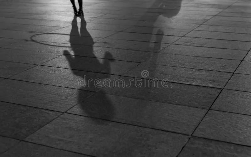 跳舞hula箍阴影 免版税图库摄影