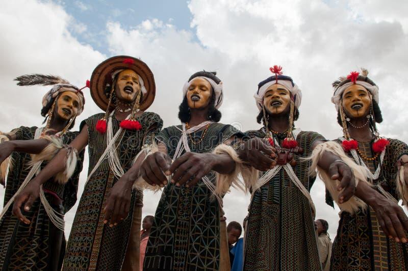 跳舞Yaake,尼日尔的Wodaabe人 免版税库存照片