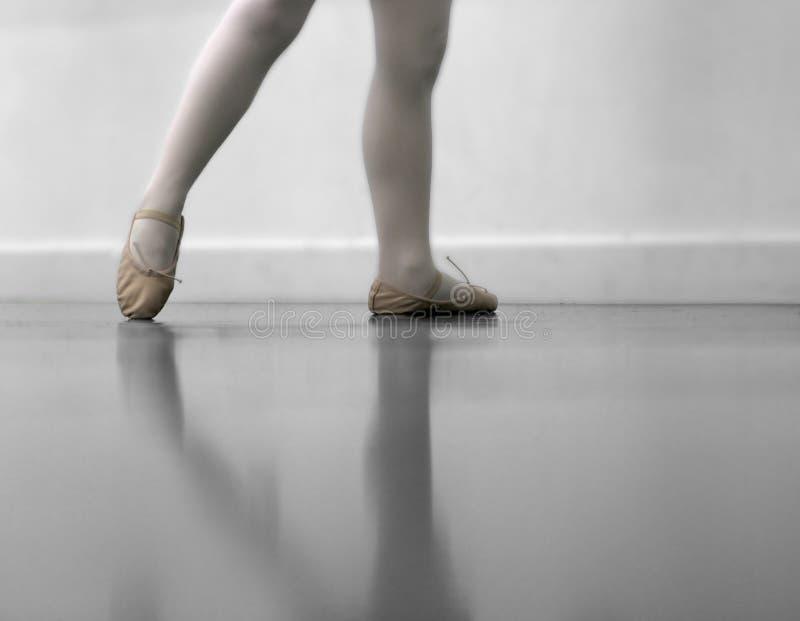 跳芭蕾舞者行程s鞋子 库存照片