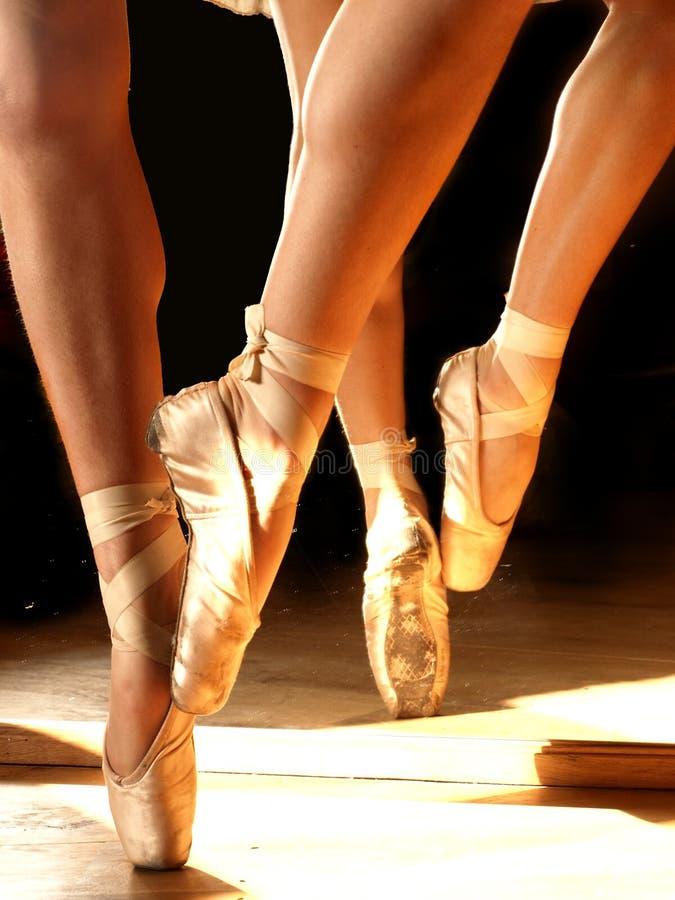 跳芭蕾舞者鞋子 免版税库存照片