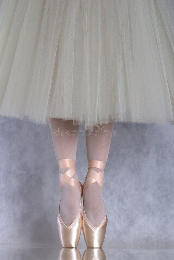 跳芭蕾舞者pointe 库存照片