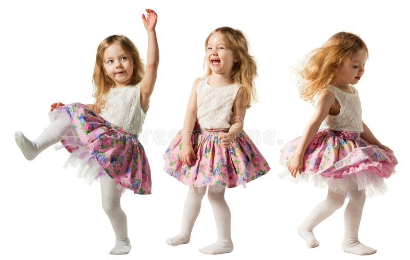 跳跃充满喜悦的逗人喜爱的小女孩隔绝在白色背景 免版税图库摄影
