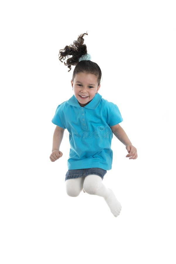 跳跃充满喜悦的活跃快乐的女孩 免版税库存照片