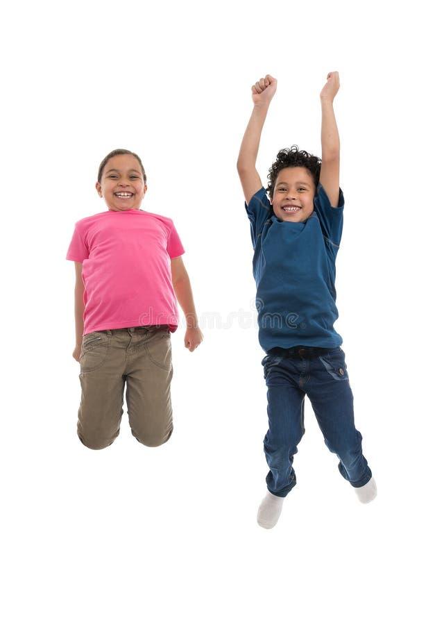 跳跃充满喜悦的活跃快乐的孩子 图库摄影