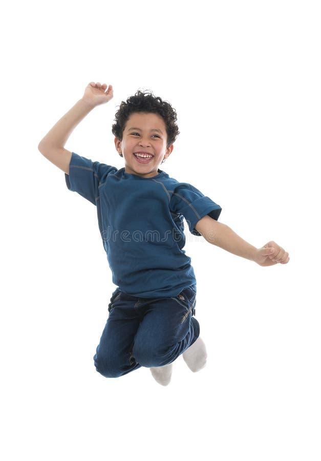 跳跃充满喜悦的活跃愉快的男孩 库存照片
