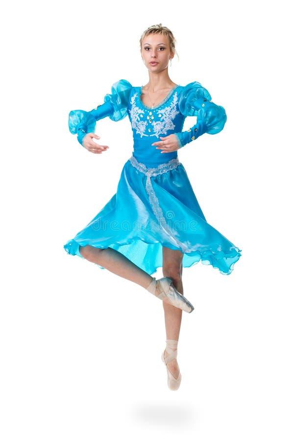 跳跃在白色背景的一个白种人少妇芭蕾舞女演员跳芭蕾舞者 免版税图库摄影