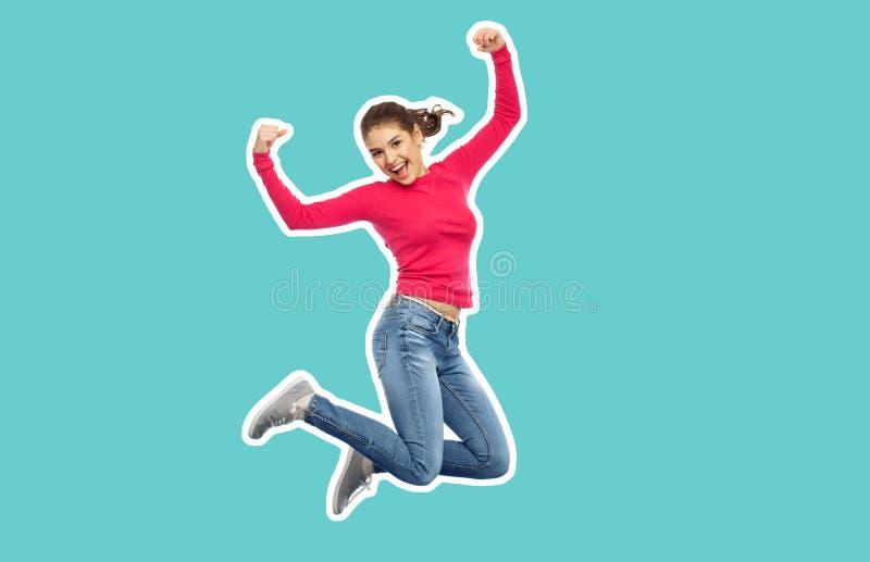 跳跃在空气的微笑的十几岁的女孩 免版税库存图片