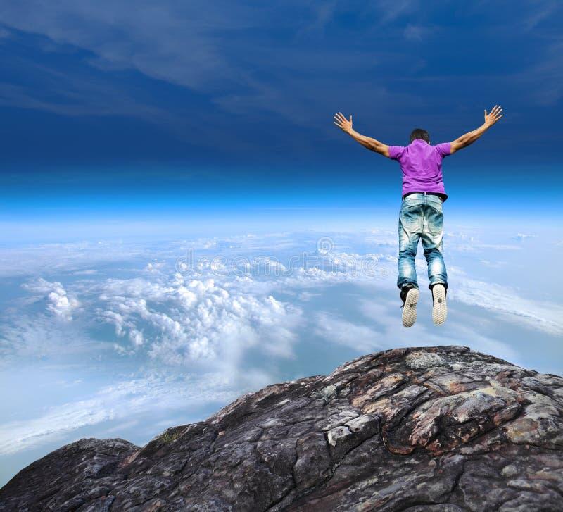 跳跃山峭壁 免版税库存照片