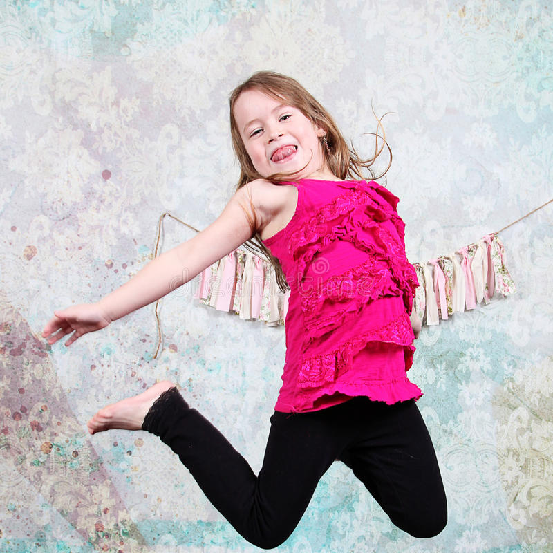 跳跃的女孩 免版税图库摄影