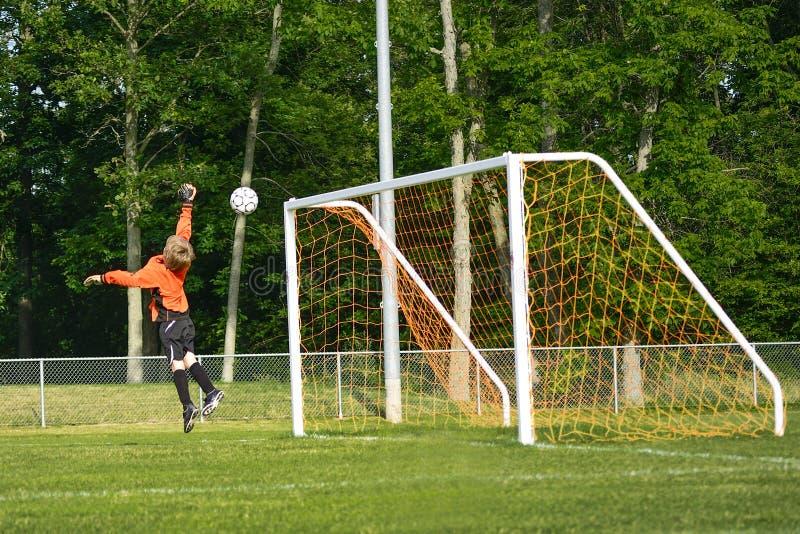 跳跃的足球守门员 免版税库存照片