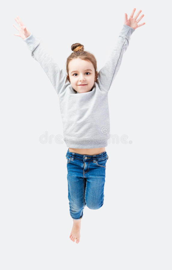 跳跃的运动的小女孩 库存照片