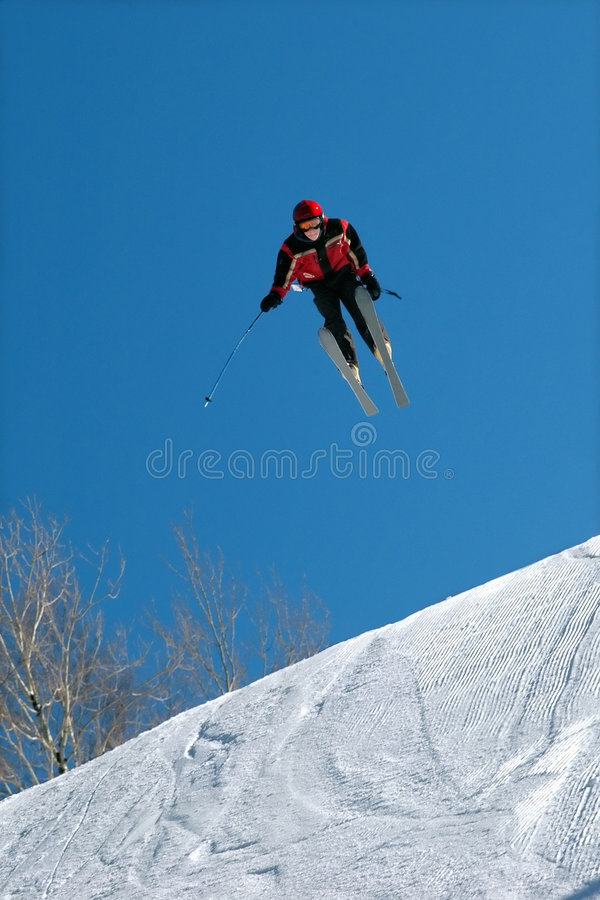 跳高滑雪者 免版税图库摄影