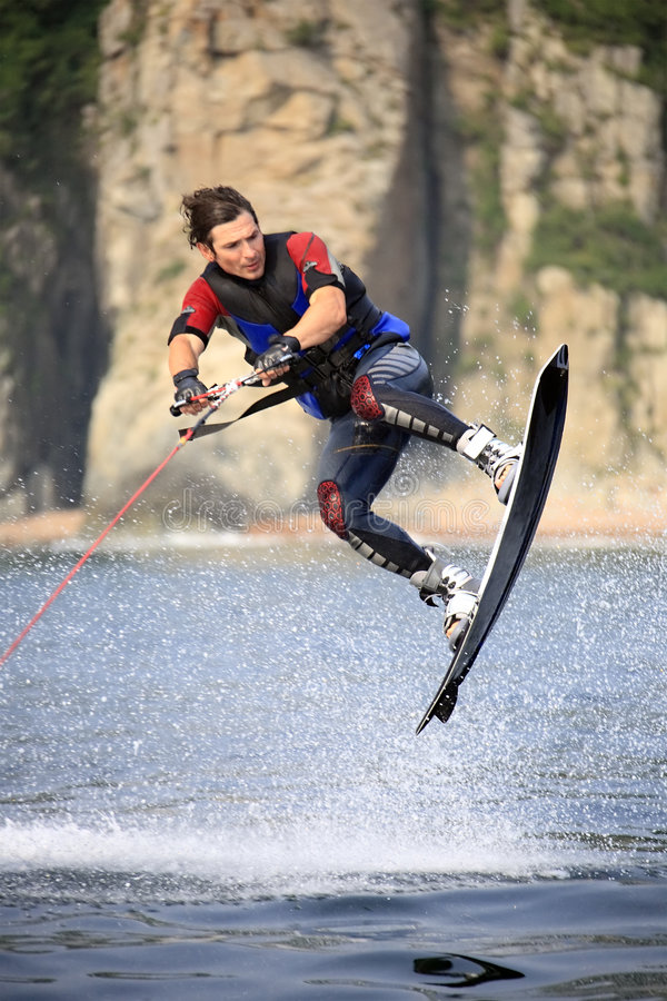 跳wakeboarding 免版税库存照片