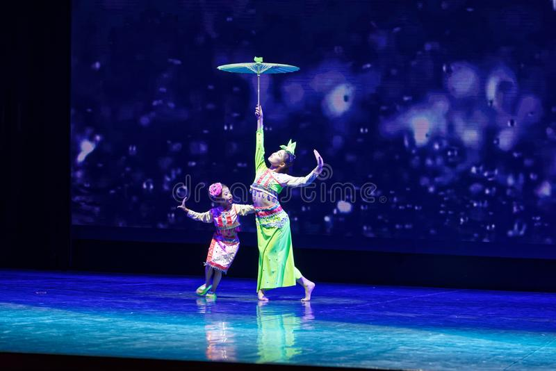 践踏在雨北京舞蹈学院分级的测试卓著的儿童` s舞蹈教的成就陈列江西 免版税库存图片