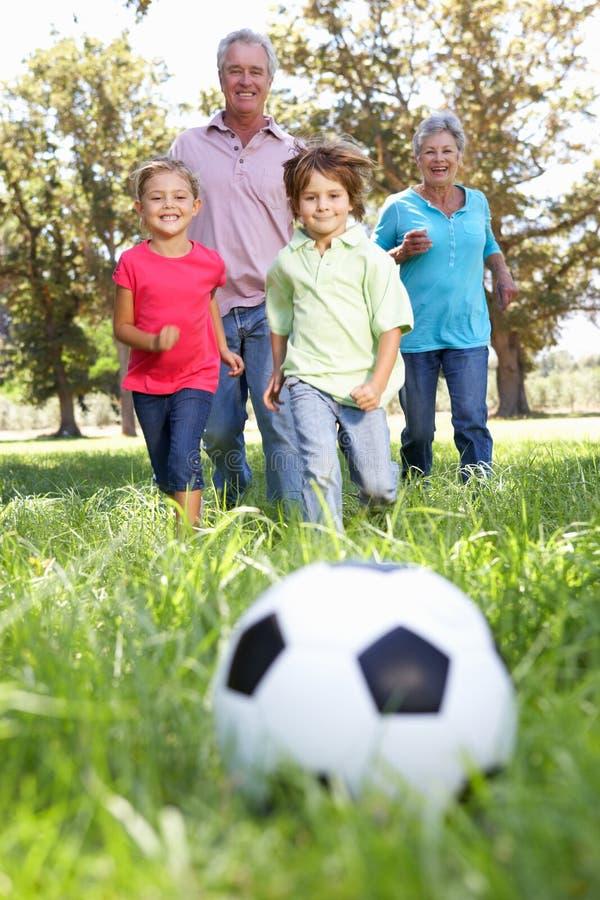 踢与孙的祖父项橄榄球 图库摄影