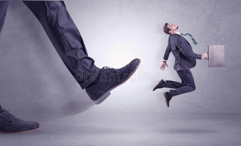 踢的脚,商人飞行 免版税图库摄影
