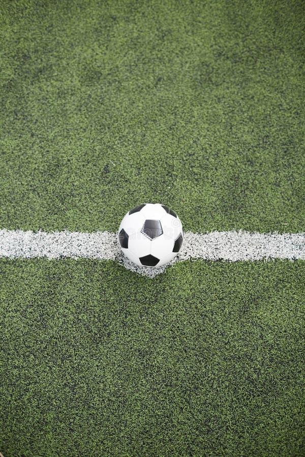踢的足球球 库存图片