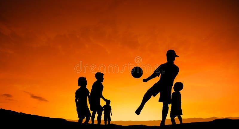 踢足球的儿童橄榄球 库存图片