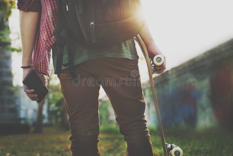踩滑板的实践自由式极端体育概念 库存图片