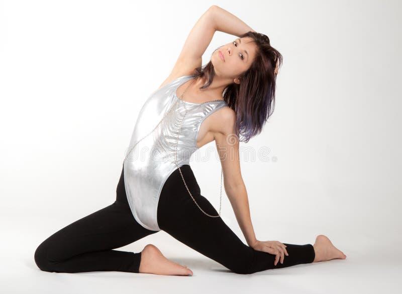 紧身连衣裤和绑腿的适合的妇女 库存图片
