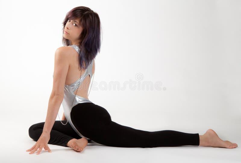 紧身连衣裤和绑腿的适合的妇女 免版税库存图片