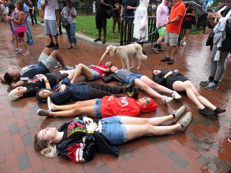 躺下为抵抗运动 图库摄影