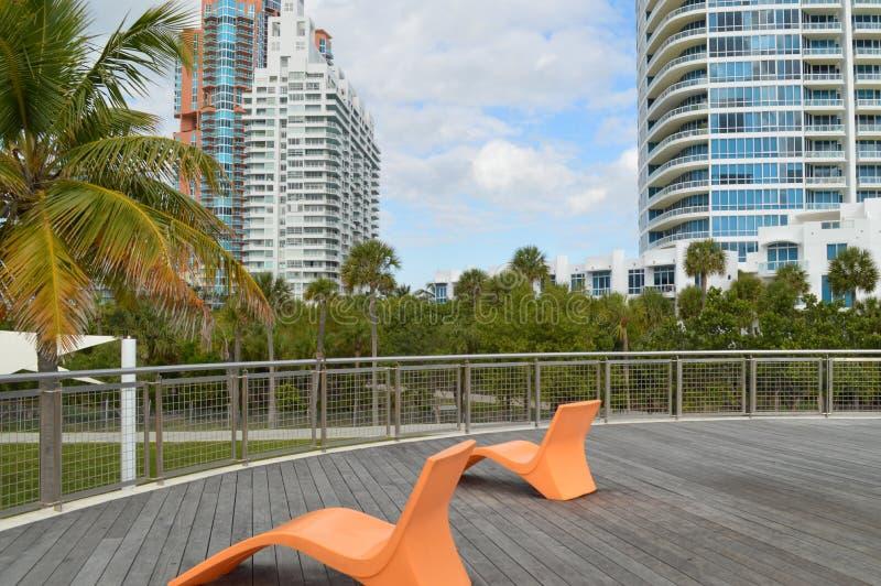躺椅,南Pointe公园,南海滩,佛罗里达 图库摄影