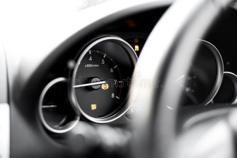 车仪表板-汽车故障-特别是牵引控制轻的在的DSC光在的轻的在的吸收光 免版税库存照片