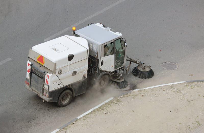 车擦净剂是边路和庭院的那清洁 免版税库存图片