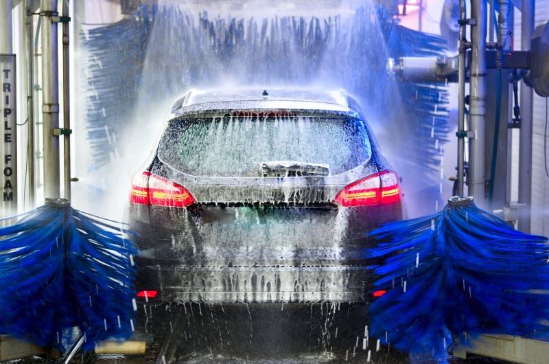 车清洗的洗车 免版税库存图片