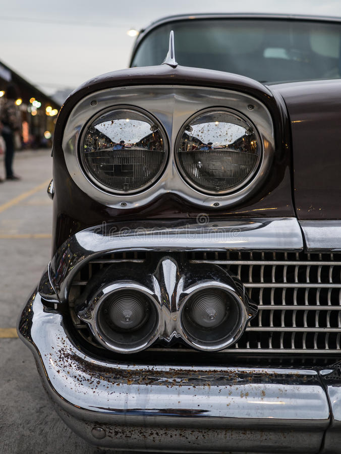 Download 车灯和转弯信号经典汽车特写镜头,有更多dir 库存图片. 图片 包括有 防撞器, 背包, 把柄, 典雅, 复兴 - 62527645