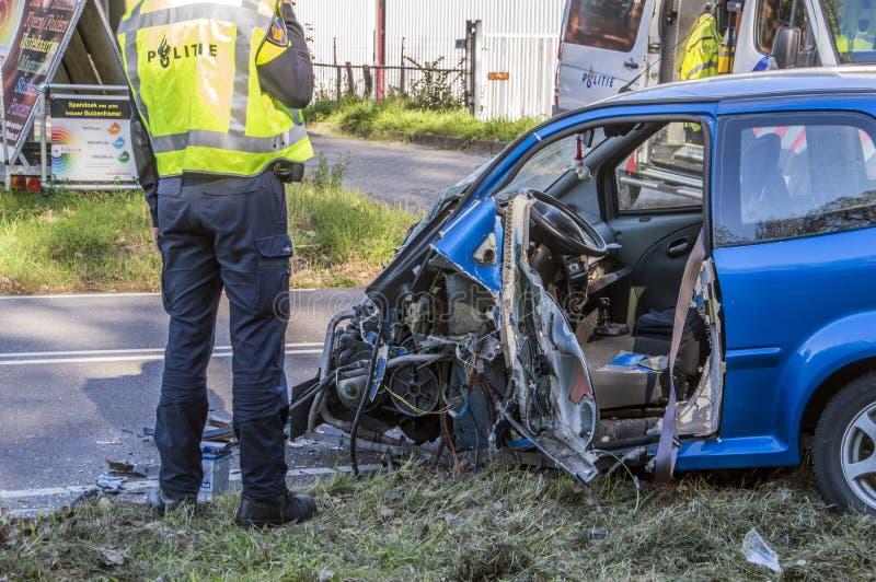 车祸在Duivendrecht的Rozenburglaan街荷兰2018年 免版税图库摄影