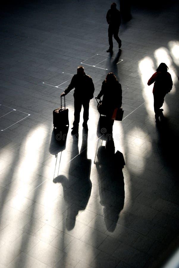车站大厅的影子旅客 库存图片