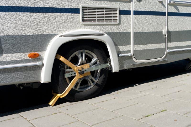 车轮固定夹 免版税库存图片