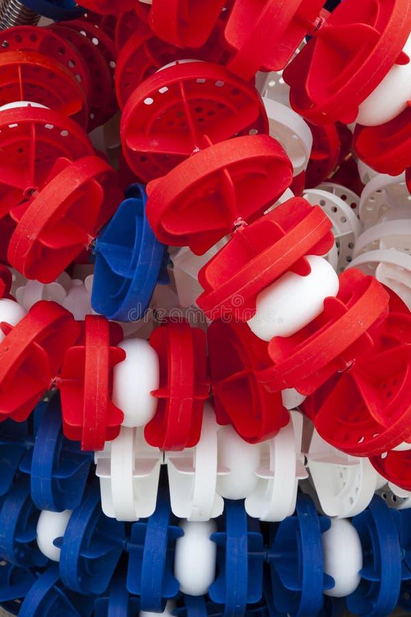 车道分切器,水池标志线 堆和堆积 免版税库存照片