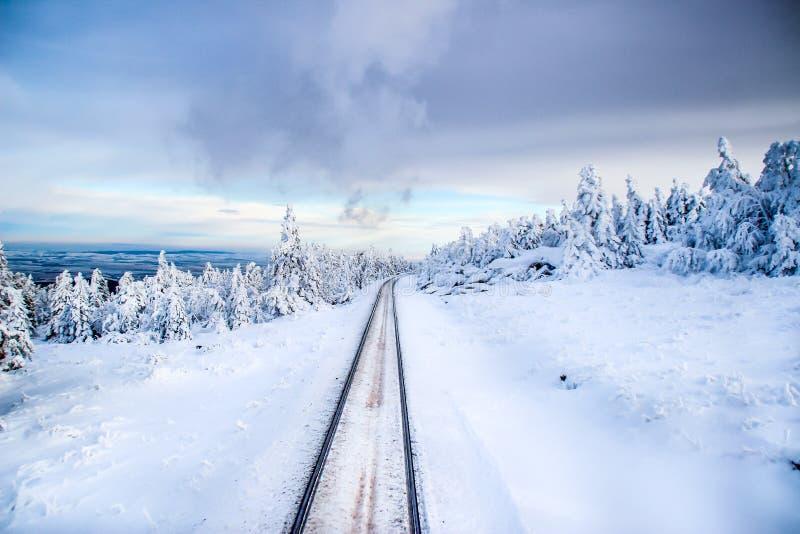 轨道通过雪 免版税库存图片
