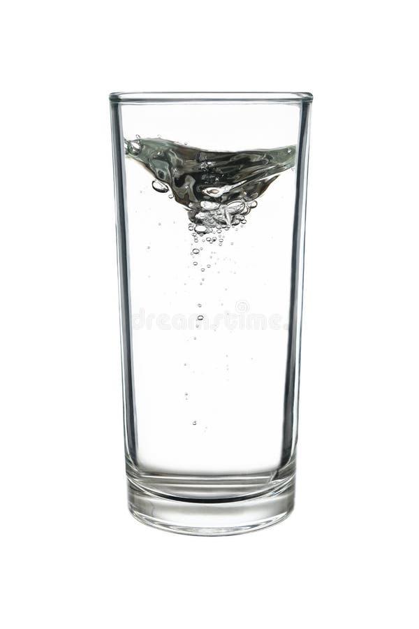 转动在白色隔绝的highball或用大杯喝的饮料玻璃的水 免版税库存照片