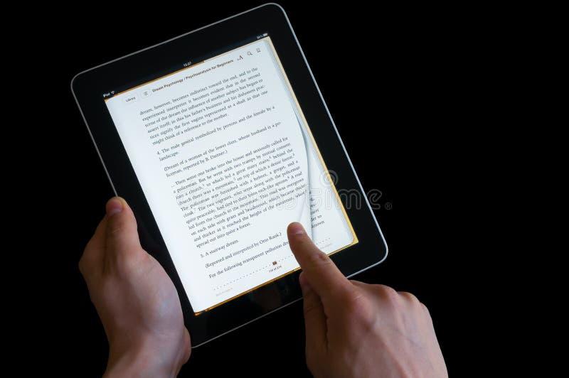 翻转在ipad屏幕上的手页 库存图片