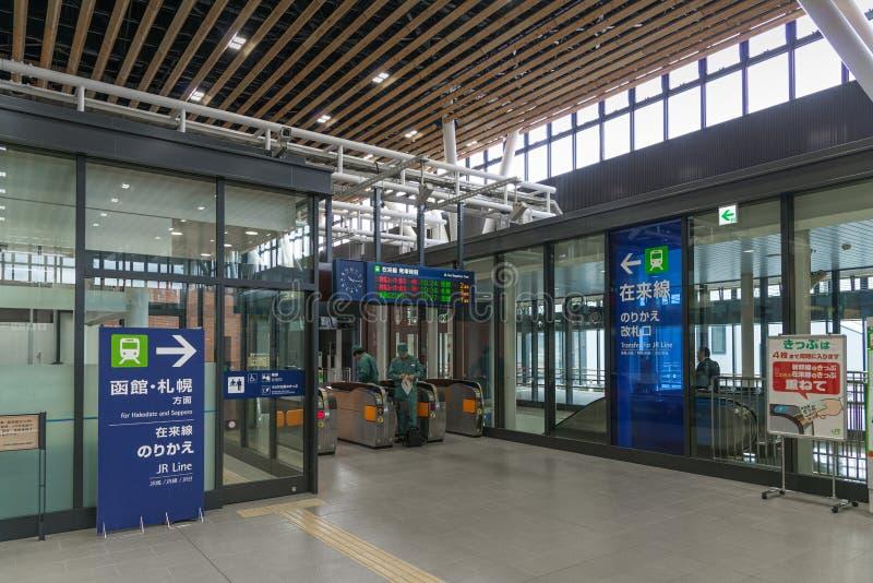 转移门(Shinkansen地方火车)在申英澈函馆Hokuto驻地 库存照片