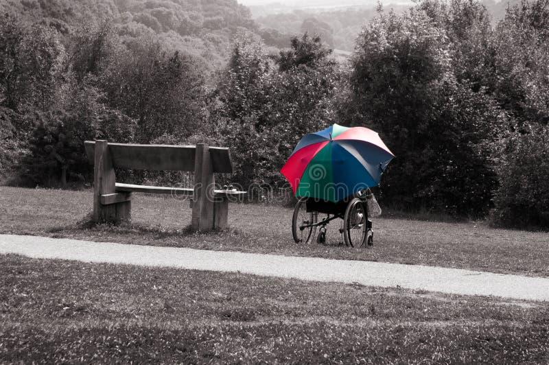 轮椅和伞 免版税库存照片