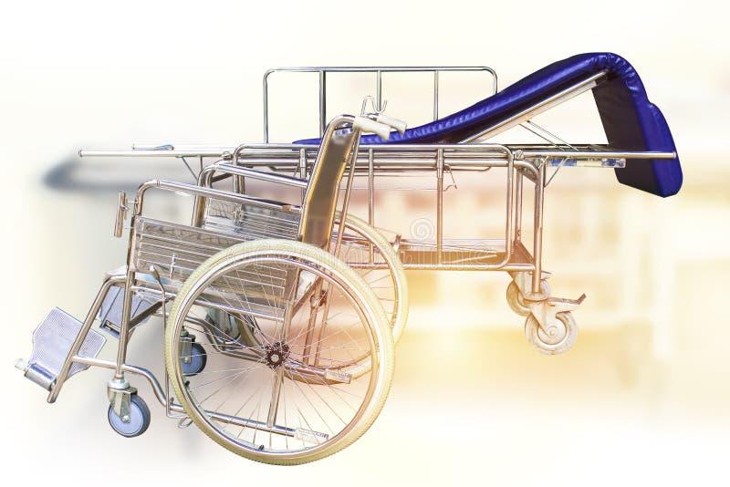 轮椅和医院病床等待的服务 库存图片